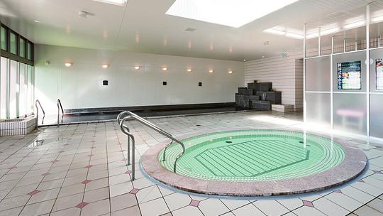 Large Common Bath