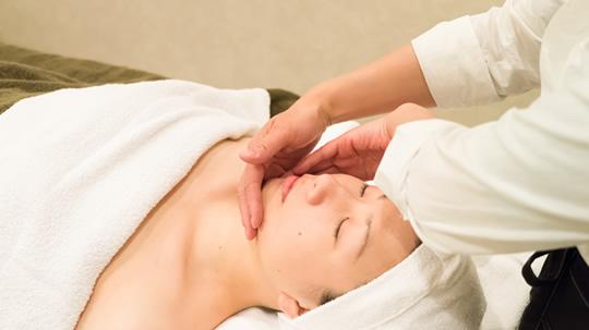 """Aroma Oil Massage Salon """"Noble"""""""